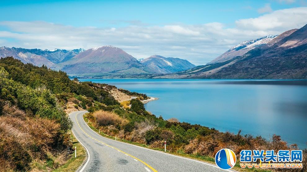 撰文、攝影:瓦片   網上關于新西蘭的名頭很多,世界上最宜居的國家, 2016年旅游屆奧斯卡World Travel Award得主,LP評選2017年最佳旅行目的地,甚至還被評為世界上最適合摔斷腿的國家等等。這一切得益于新西蘭政府和民眾一直以來奉行的保護性開放政策。通過嚴格的物種保護措施,經濟讓道于生態的可持續發展理念,以及完備的旅游后勤保障體系,從而保有了新西蘭極其豐富的旅游資源。單就徒步而言,全國就有著多達數千條長途和短途的徒步線路,線路遍及南北島的每個城鎮和村落,類型囊括雪山、山巒、湖泊、峽