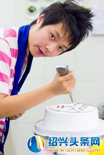 鹿晗出道前素颜照