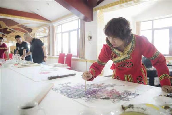 只研朱墨作春山 ——记江南才女、当代著名重彩女画家叶君萍-伽5自媒体新闻网
