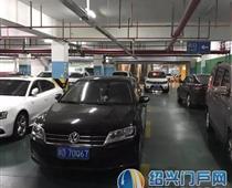 浙D·70Q6X女司机如此停车堵路!你好意思吗?